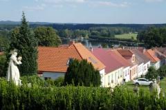 Pohled na Chlum u Třeboně a rybník Hejtman